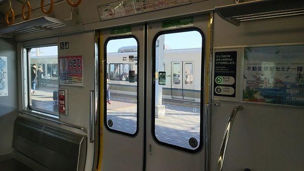 列車の扉のボタン.JPG