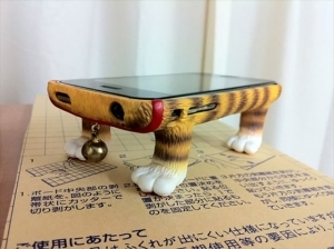 most-creative-phone-cases-ever-4__605_R-300x224.jpg