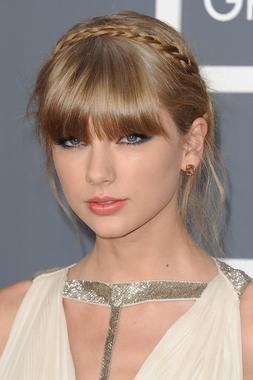 Taylor_Swift_(2).jpg