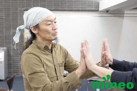 まずは相手を信じて触れ合うこと。コンドルズ・近藤良平さんに聞く、体を使ったコミュニケーションとは